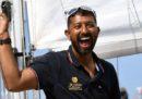 Nell'oceano Indiano c'è un velista indiano gravemente ferito, che non riesce a muoversi né a bere