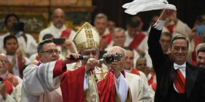 """Cos'è e come funziona il """"miracolo di San Gennaro"""""""