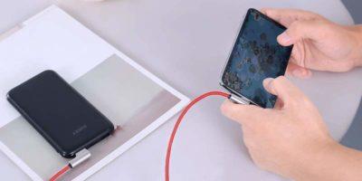 Un cavo caricabatteria per l'iPhone diverso