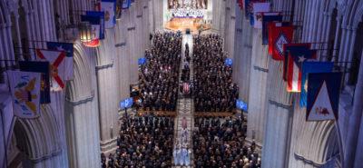 Le foto e i video della cerimonia funebre per John McCain