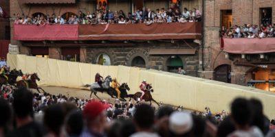 Le contrade di Siena hanno votato a favore dell'organizzazione di un Palio straordinario