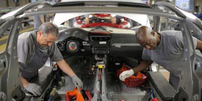 Il Parlamento Europeo sta provando a far sì che le auto inquinino meno
