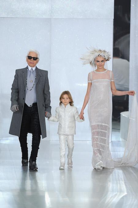 Vestiti Da Sposa Karl Lagerfeld.Godetevi Le Vostre Sneaker Perche Passeranno Di Moda Il Post