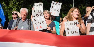 La Polonia deve sospendere la legge che modifica la Corte Suprema, ha detto la Corte di Giustizia dell'Unione Europea