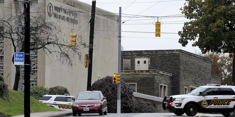 Spari in una sinagoga a Pittsburgh, i morti sono otto