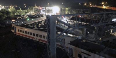 Almeno 18 persone sono morte nel deragliamento di un treno a Taiwan