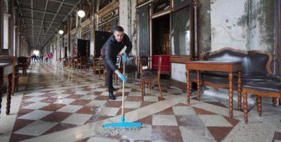 I danni dell'acqua alta a Venezia
