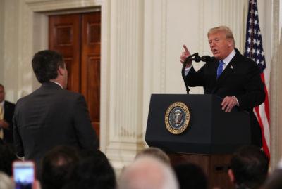 La Casa Bianca deve ripristinare l'accesso del giornalista Jim Acosta alla sala stampa