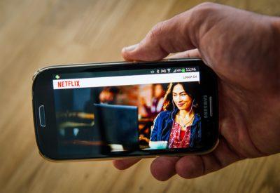 Netflix sta testando un abbonamento scontato valido solo per smartphone e tablet