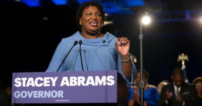 La Democratica Stacey Abrams si è tirata fuori dalla corsa per diventare governatrice della Georgia