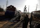 Un treno della Corea del Sud sta viaggiando sulle ferrovie della Corea del Nord
