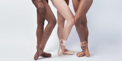 Le prime scarpette da danza per ballerine nere