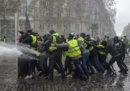 """A Parigi ci sono stati scontri tra la polizia e alcuni """"gilet gialli"""""""