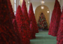 Stanno prendendo in giro Melania Trump per questi addobbi natalizi alla Casa Bianca