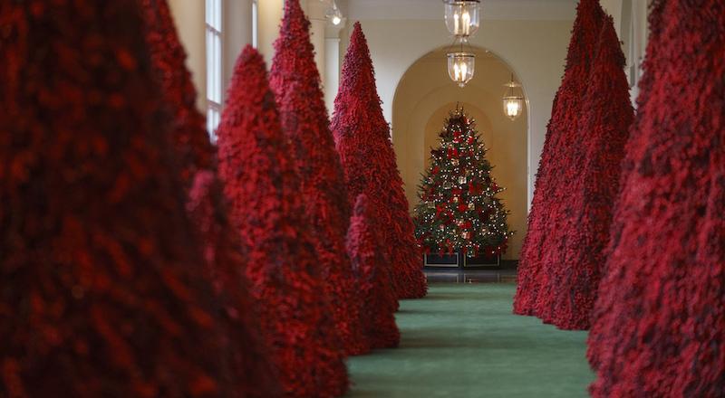 9b1b66d6dd Stanno prendendo in giro Melania Trump per questi addobbi natalizi ...
