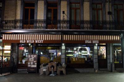 La vendita della catena che gestisce il fast food Old Wild West è stata rimandata per il timore delle chiusure domenicali obbligatorie