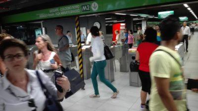 Ci sono ritardi e disagi nella circolazione della linea M2 della metropolitana di Milano