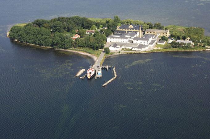 Danimarca, gli immigrati irregolari o criminali confinati sull'Isola di Lindholm