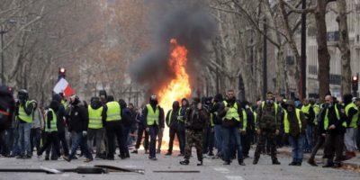 Il quarto sabato dei gilet gialli a Parigi