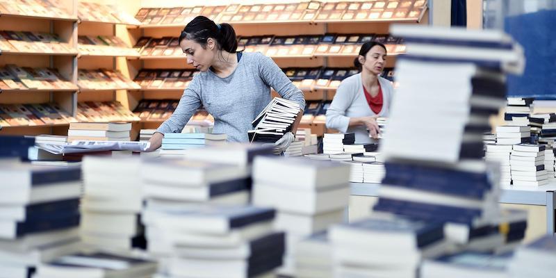 Istat, donne e ragazzi leggono di più