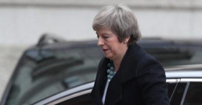Theresa May ha rinviato il voto su Brexit