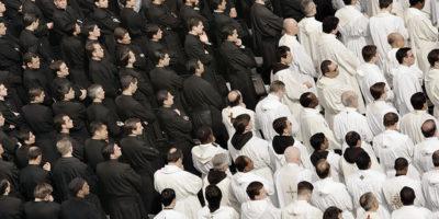 Papa Francesco contro i sacerdoti gay