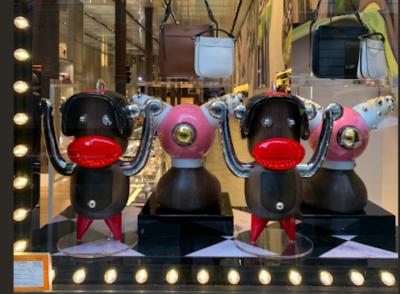 Prada non venderà più degli accessori a forma di scimmia accusati di essere razzisti
