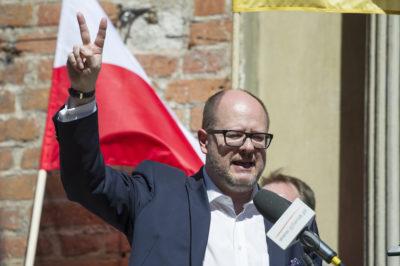 Polonia, accoltellato il sindaco di Danzica: è ancora molto grave