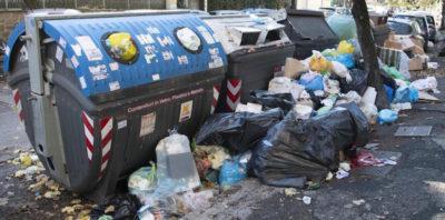 L'associazione dei presidi del Lazio ha ipotizzato che a Roma alcune scuole dovranno rimanere chiuse per i troppi rifiuti