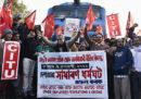 In India i sindacati hanno indetto un grande sciopero generale per oggi e domani