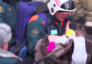 Un bambino di 11 mesi è stato trovato vivo sotto le macerie dell'edificio crollato in Russia, dopo 35 ore