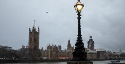 Il governo May è rimasto in piedi: e ora?