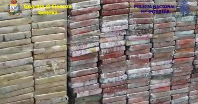 Nave imbottita di cocaina: sequestrate oltre due tonnellate di droga purissima FOTO