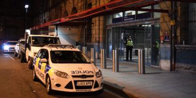 Manchester, accoltella tre persone in una stazione. Indaga l'antiterrorismo