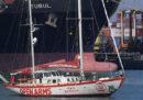 Il governo spagnolo sta impedendo alla nave Open Arms di lasciare il porto di Barcellona per soccorrere i migranti