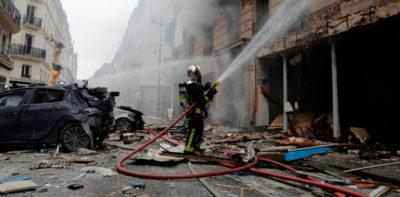 Tre morti nell'esplosione nel centro di Parigi
