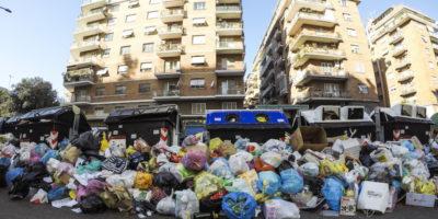 Roma è ancora piena di rifiuti