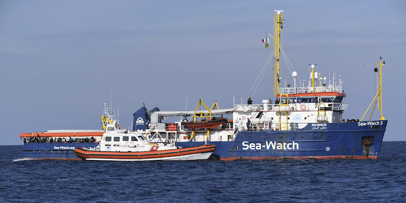 Migranti, Sea Watch partita da Siracusa verso Catania