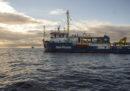 La nave Sea Watch sta cercando riparo dal maltempo con a bordo 47 migranti che non vuole nessuno