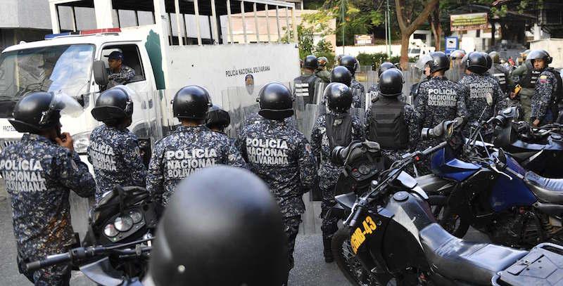 Il parlamento caccia Maduro: Guaidó presidente, Trump lo riconosce