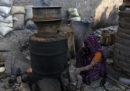 In India oltre 100 persone sono morte per aver bevuto liquore prodotto con il metanolo