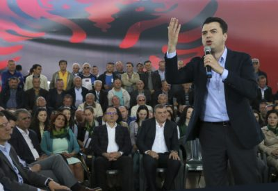 In Albania tutti i parlamentari del principale partito di opposizione si sono dimessi per protestare contro il governo