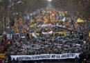 Ieri 200mila persone hanno manifestato a Barcellona contro il processo ai leader indipendentisti della Catalogna