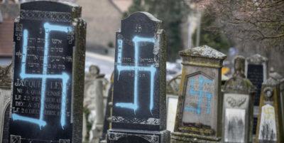 Cimitero ebraico profanato in Francia, Macron: