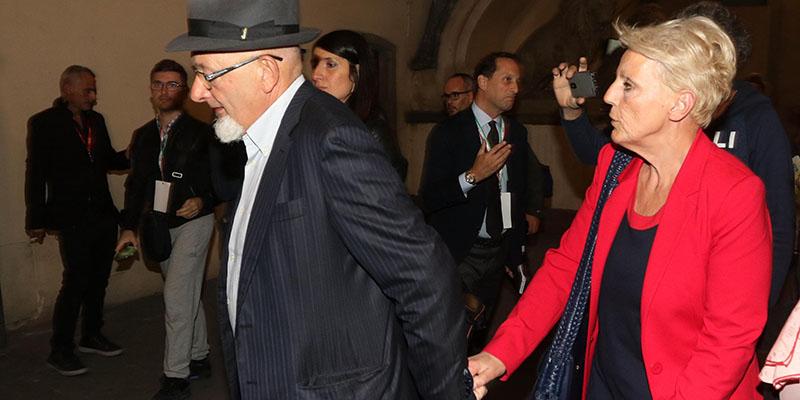 I genitori di Matteo Renzi resteranno agli arresti domiciliari, ha deciso la gip di Firenze