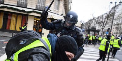 La contestata legge francese contro i teppisti