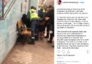 Un video mostra una donna nera incinta trascinata violentemente fuori dalla metro di Stoccolma dagli agenti di sicurezza