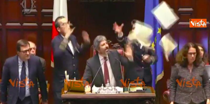 Il video della lite tra il pd e roberto fico alla camera for Deputati del pd