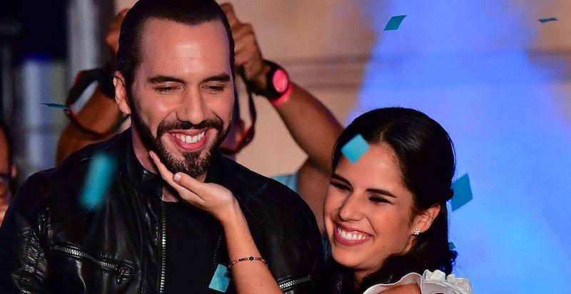 Nayib Bukele e sua moglie Gabriela Rodriguez festeggiano la vittoria alle presidenziali del 3 febbraio
