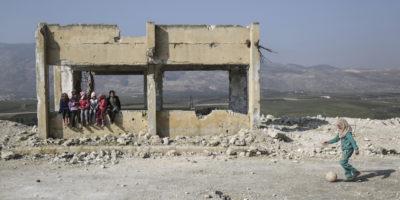 Diverse organizzazioni umanitarie stanno tagliando gli aiuti destinati alla popolazione civile di Idlib, in Siria